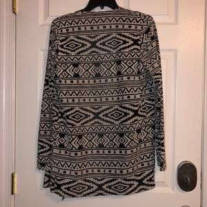 American Eagle Outfitters Sweaters - AE Lightweight Cardigan 🖤